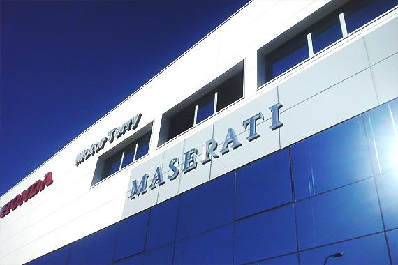 Maserati Letras Recortadas