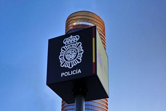 Policía Nacional Monoposte